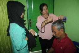 Persit KCK Kodim Serui gelar pengobatan akupunktur
