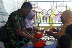 Babinsa Koramil Timika gelar penyuluhan pembuatan roti dan kerupuk