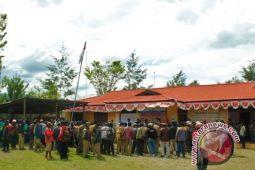 328 kepala kampung demonstrasi di KPU Jayawijaya