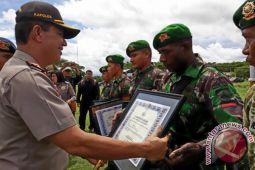 Kapolda Papua serahkan penghargaan kepada prajurit perbatasan
