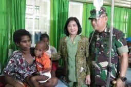Pangdam Cenderawasih kunjungi penderita gizi buruk di Asmat