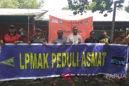 LPMAK serahkan bansos untuk Asmat pascaberakhirnya KLB