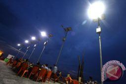 Lampu tenaga surya menerangi pedalaman Yahukimo