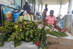 Pedagang pinang yang mendaulatkan rupiah