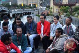 Presiden Jokowi mengobrol dengan pelajar Indonesia di Wellington