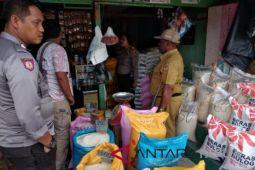 Polisi Mimika sita rastra di kios pedagang