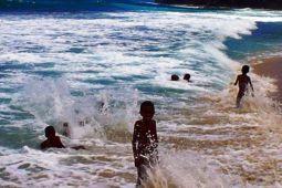 Wisata pantai tempat favorit liburan warga Biak