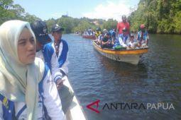 Peserta SMN Aceh mengunjungi hutan bakau di Hamadi