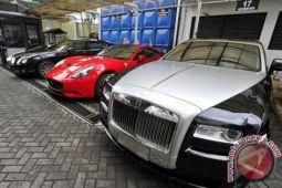 Mobil mewah kena pajak hingga 195 persen
