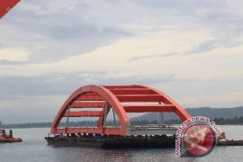 Pemerintah tetap lanjutkan pembangunan jembatan panjang Holtekam