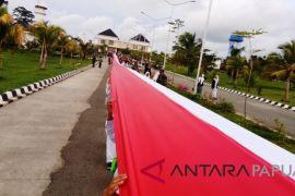 Pembentangan bendera Merah Putih di perbatasan RI-PNG raih rekor Muri