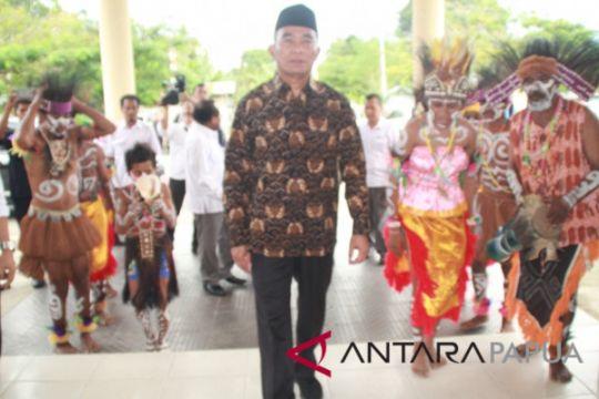 Mendikbud sebut guru Papua pahlawan pendidikan