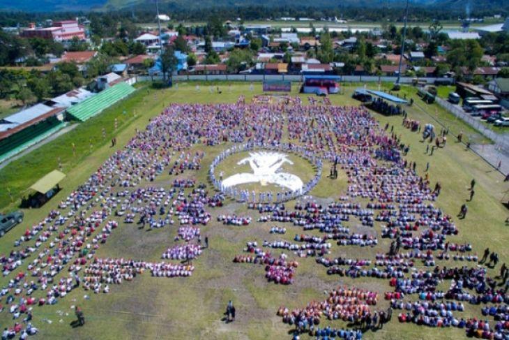 TNI fasilitasi pelajar mewarnai 5.000 Burung Garuda