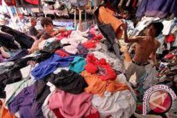 Pakaian Eks Luar Negeri Cukup Laris Dijual
