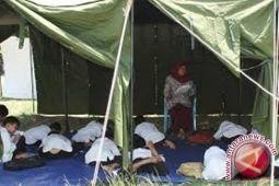 Siswa Di Napu Masih Belajar Di Tenda