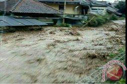 Warga Sausu Masih Kuatir Banjir Susulan