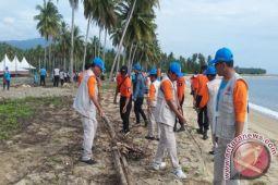 Bupati Parimo pimpin gerakan restorasi Pantai Kayu Bura