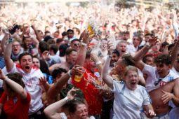 Piala Dunia 2018 - Inggris meluapkan kebahagiaan setelah tim lolos ke semifinal