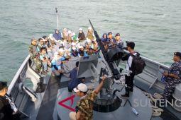 Keliling Teluk Palu dengan KAL Pulau Pasoso bersama peserta SMN