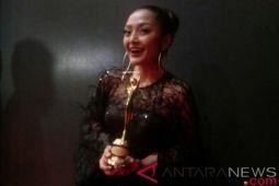 Siti Badriah raih penghargaan AMI Awards 2018