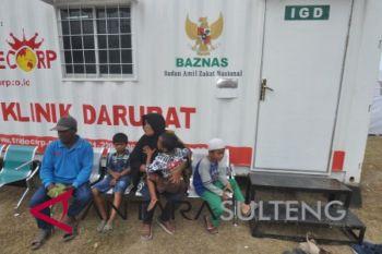 Warga antre pelayanan RS Lapangan Baznas di Sigi