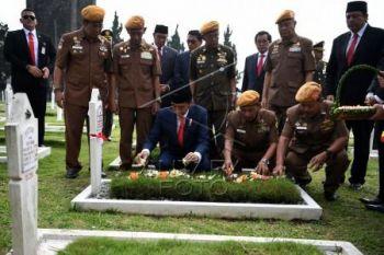 Presiden Jokowi ziarah Hari Pahlawan