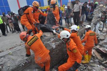 Evakuasi temuan jenazah korban tsunami