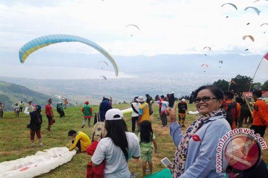 Lima negara ikut kejuaraan paralayang di Palu