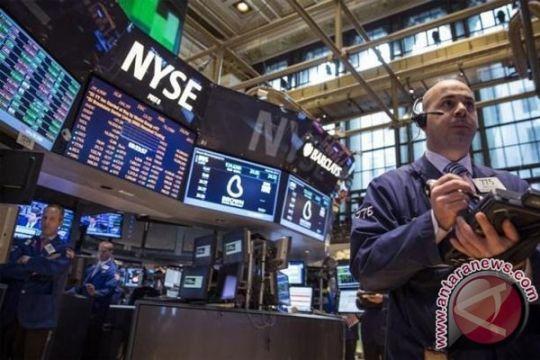 Wall Street terus menurun tetapi berakhir menjauh dari terendah