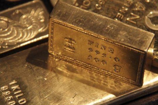 Emas berjangka turun lagi karena dolar as tetap kuat