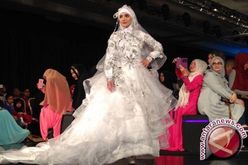 Oki Setiana Dewi Hadirkan Koleksi Baju Pengantin Muslimah Antara
