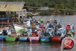 DKP Kendari Salurkan Bantuan 60 Perahu Mesin