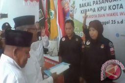 Pasangan Perseorangan Serahkan Syarat Dukungan Pilkada Baubau