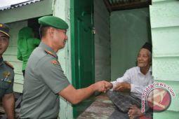 TNI Rehab Lima Rumah Warga Miskin Kolaka