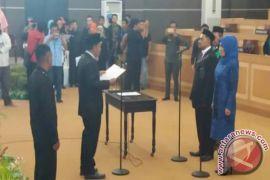 Sukarni-Nini Dilantik Menjadi Anggota DPRD Kendari