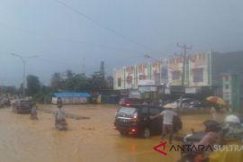 Hujan deras, belasan rumah di Kendari tergenang banjir