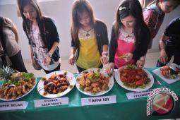 Mahasiswa Korea ikuti 'Indonesian Culinary Art 2014'