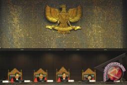 Putusan mahkamah atas gugatan sejumlah koruptor