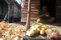 Warga kampung ketupat panen pesanan jelang Lebaran