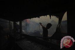 Dua rumah dinas guru terbakar