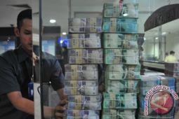 Peredaran uang tumbuh melambat di bulan Oktober