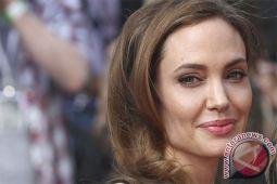 Angelina Jolie tak suka jadi lajang