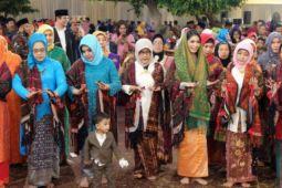 Jokowi manortor pada pesta pernikahan Kahiyang-Bobby