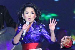 Vina Panduwinata meriahkan konser