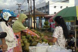 Pedagang kelapa muda semarakkan Palembang