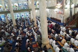 Hujan warnai sholat Ied di Masjid Agung Lubuklinggau