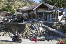 Warga pulau seribu masjid kembali berduka akibat gempa