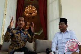 Jokowi dan Prabowo berbincang pada deklarasi kampanye damai