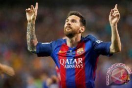 Tendangan bebas Messi bantu Barca tundukkan Alves