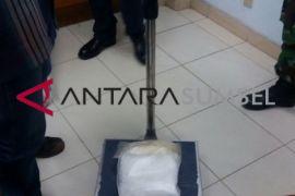 Petugas keamanan bandara gagalkan pengiriman narkoba